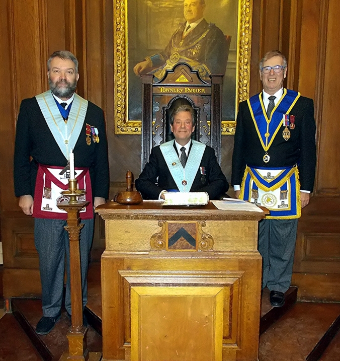 Roger Pemberton (centre) with IPM Allan Shields (right) and installing master Peter Robinson